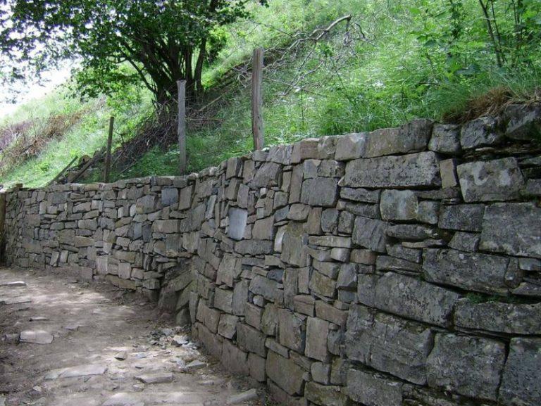 Muri a secco alla Casa dei Semi a Corna Imagna