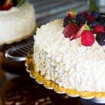 torta di compleanno alla frutta pasticceria acquario